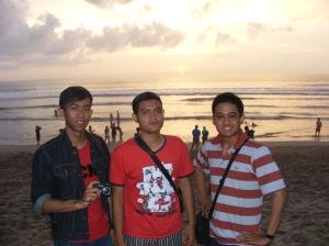 dari kiri (Samid, Adi, Aril)