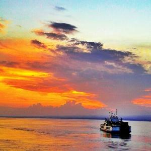 Sunset di atas kapal ferry