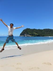 celana @mrHepi cocok banget sama birunya pantai