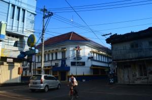 Salah satu sudut kota lama dengan kabel-kabelnya