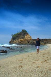 Berlagak seperti beachboy, wkwk | photo by: riza
