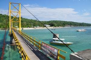 Jembatan kuning menuju Ceningan