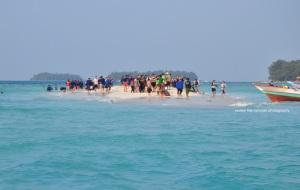ini bisa jadi pulau terpadat di dunia :D