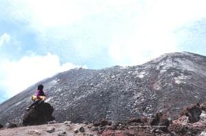 backgroundnya puncak krakatau