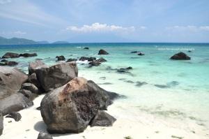 sekilas mirip Belitung cuman ini batunya hitam