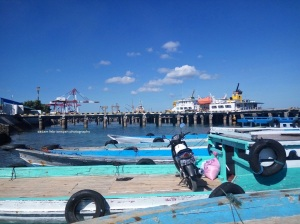 Pelabuhan Tenau kecil untuk menyeberang ke Semau
