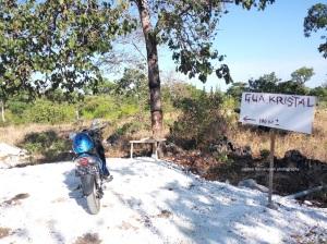 Dari parkiran tinggal jalan kaki 100 meter menuju Goa