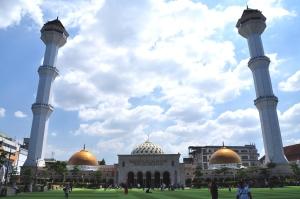 Masjid Raya Bandung siang itu