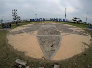 """Pantai Kartini yang """"nggak"""" berpasir"""