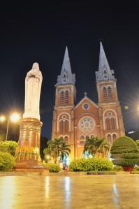 Notre Dame Cathedral di malam hari :*