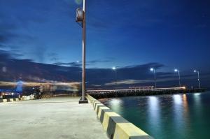 Suasana pelabuhan menjelang petang